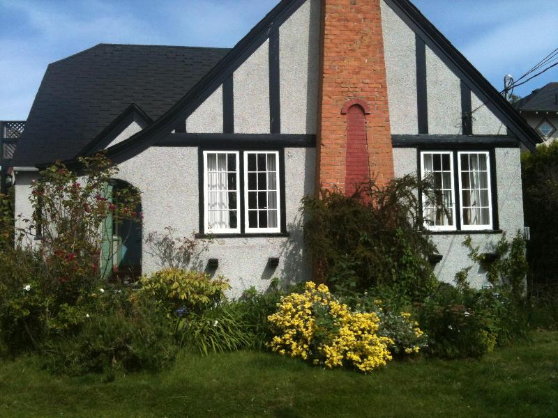 Front of House - Summer heritage home FAIRFIELD nr ocean - Victoria - rentals