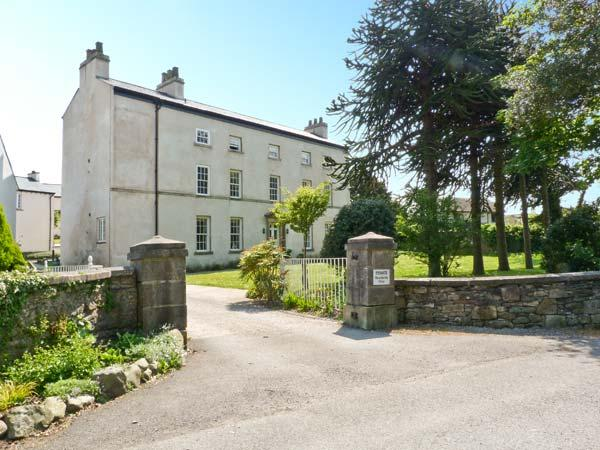 6 CARK HOUSE, second floor apartment, two bedrooms, shared gardens, shop and pub 2 minutes walk, in Cark in Cartmel, Ref 17831 - Image 1 - Cark - rentals