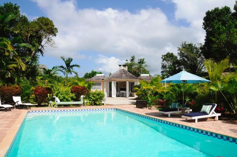 Pool with Poolhouse - 6 BR Villa/Beach access /Golf/ + full staff - Ocho Rios - rentals