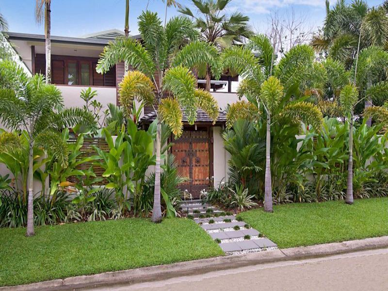 Ten at the Beach - Listen to the waves on Four Mile Beach! - Image 1 - Port Douglas - rentals