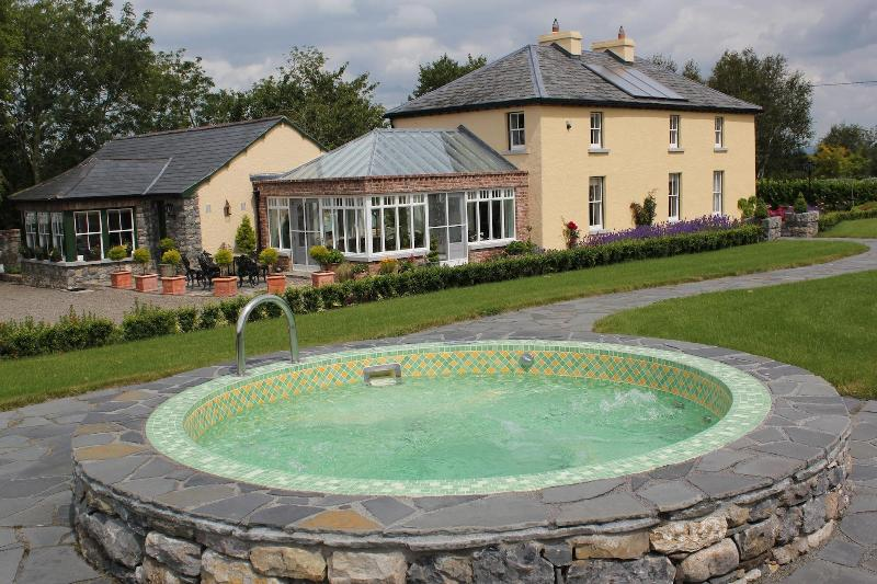 Jacuzzi at Skahard Country Villa - Skahard Country Villa - Caherconlish - rentals