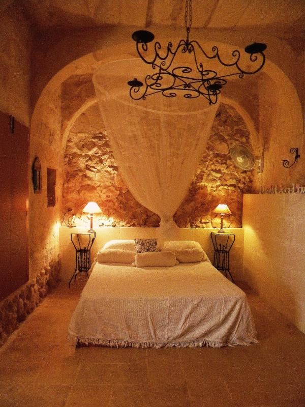 Bedroom - 350yr Farmhouse Dhyana, Oasis of Tranquility - Ghasri - rentals