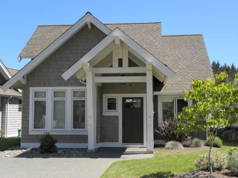 Front of home. - SALE!  Last WKND of Summer!  BC Beach House! - Qualicum Beach - rentals