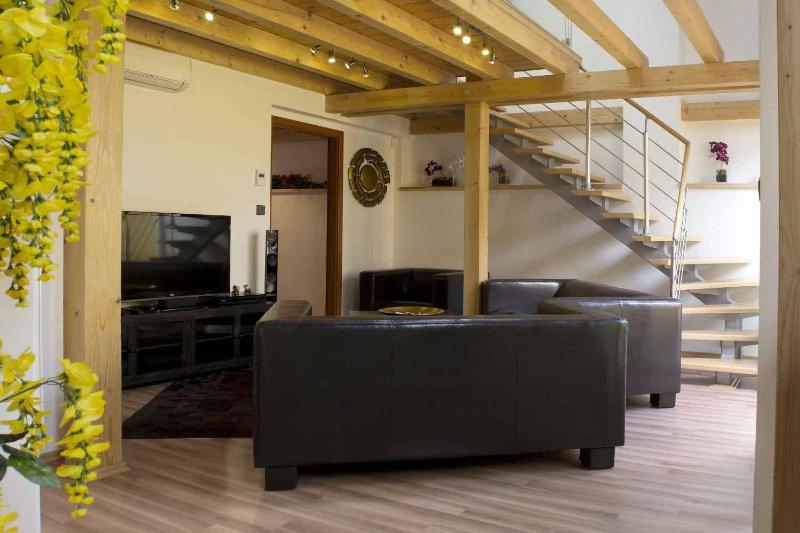 Living room (Downstairs) - Attic Olivova II - Luxury Four Bedroom Apartment - Attic Olivova II - Luxury four bedroom apartment - Prague - rentals