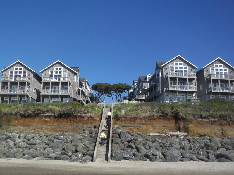 Oceanfront Large Family Home for 15, 2-Hot Tubs, 3 Masters! - Image 1 - Oregon Coast - rentals