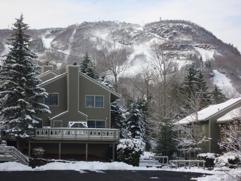 Hunter Mountain Hideaway Ski On-Ski Off 4br Condo - Image 1 - Hunter - rentals