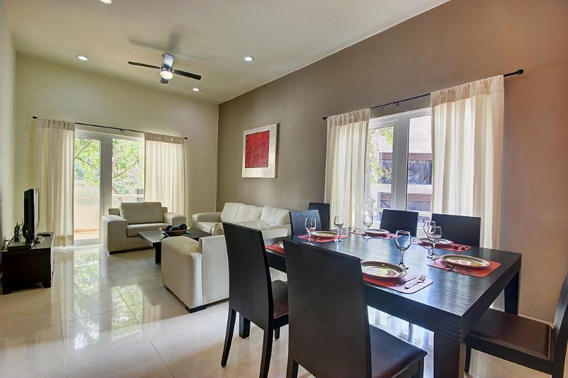 Palmar del sol 101. 2 bedroom apartment. 5th avenue view - Image 1 - Playa del Carmen - rentals