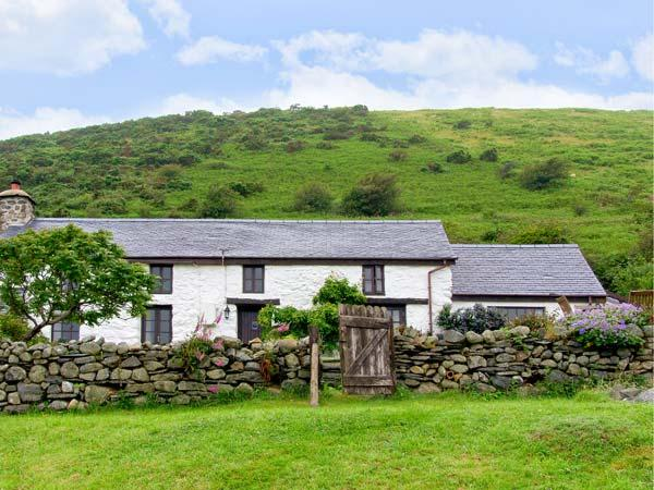 NANT-Y-PWL, family friendly, luxury holiday cottage, with a woodburner in Bryncrug, Ref 16996 - Image 1 - Bryncrug - rentals
