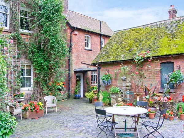 HOUSEKEEPER'S COTTAGE, character romantic accommodation, woodburner, private garden, use of 8 acres in Meeson Ref 17632 - Image 1 - Shropshire - rentals