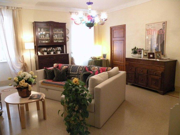 Chiavi d'oro: a sunny apartment in the city center - Image 1 - Lucca - rentals
