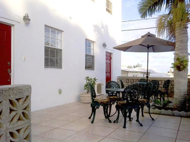 Front Porch - Stunning 1 Bedroom Apartment in Pembroke Bermuda - Hamilton - rentals
