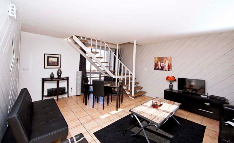 - Living room/dining area - Bayside Getaway - San Diego - rentals
