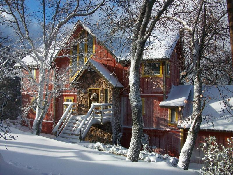 Lakeview Lodge in the Winter - Yellowstone Lodge - Classic Arrowhead Retreat - Lake Arrowhead - rentals