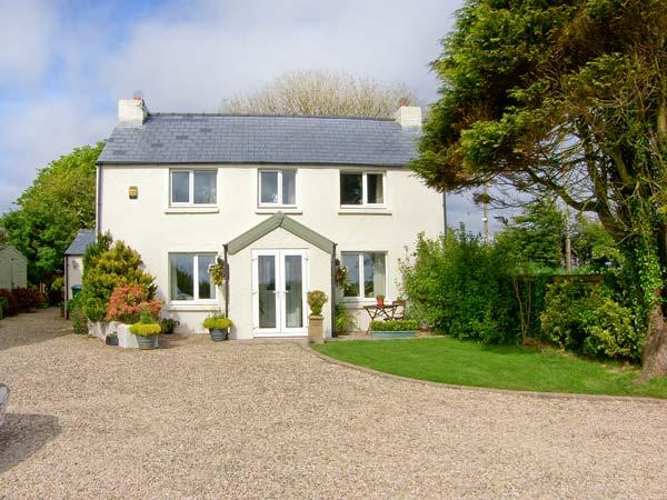 CROSS HOUSE COTTAGE, near beaches, walks and cycle paths, with off road parking and an enclosed garden, in Letterston, Ref 16647 - Image 1 - Letterston - rentals
