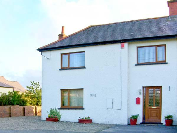 VARTEG COTTAGE, close to Aberystwyth, pet-friendly, with a garden, in New Quay, Ref 17475 - Image 1 - New Quay - rentals