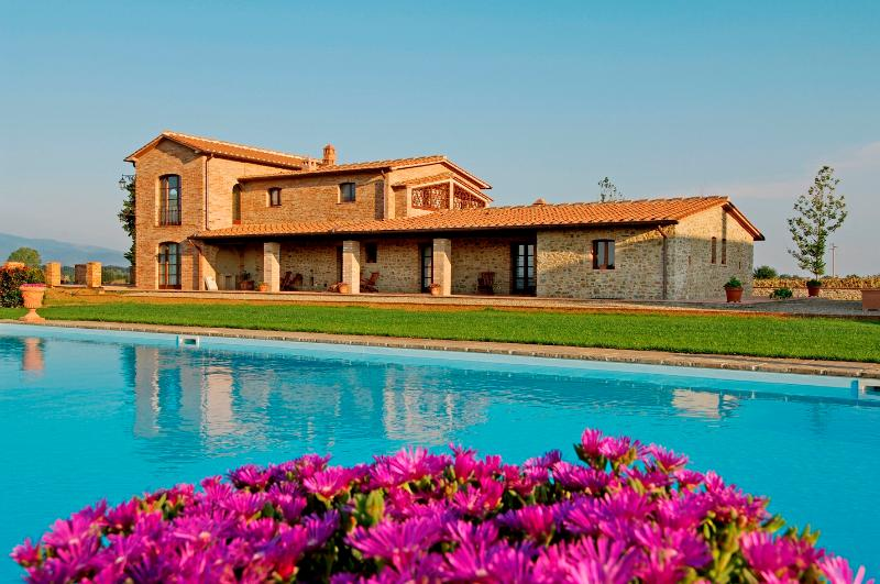 Large Countryside Farmhouse in Tuscany - Casa Gialla - Image 1 - Monte San Savino - rentals