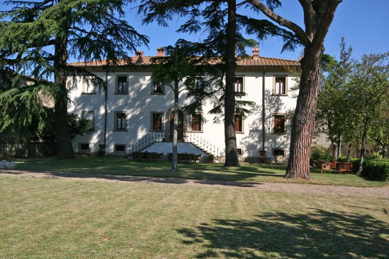 Large Villa with a Private Pool in Tuscany Near a Train to Arezzo - Villa Il Cortile - Image 1 - Capolona - rentals