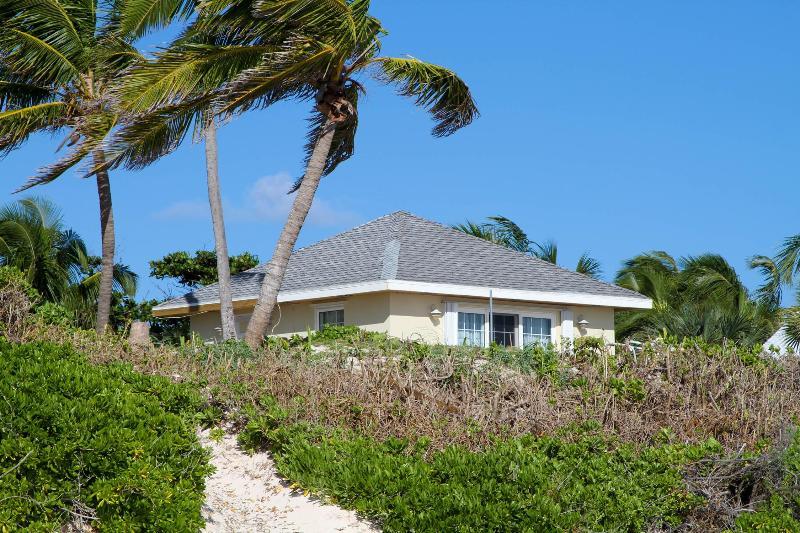 Bullen's Cottage - Image 1 - Harbour Island - rentals