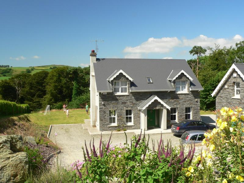 Light-filled, coastal Irish home sleeps 8 - Image 1 - Rosscarbery - rentals