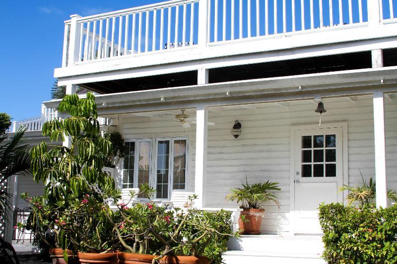 Enterance - Blue Whale - Harbour Island - rentals