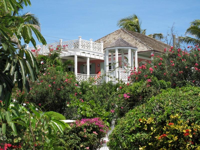 A & P's Strawberry House - Image 1 - Harbour Island - rentals