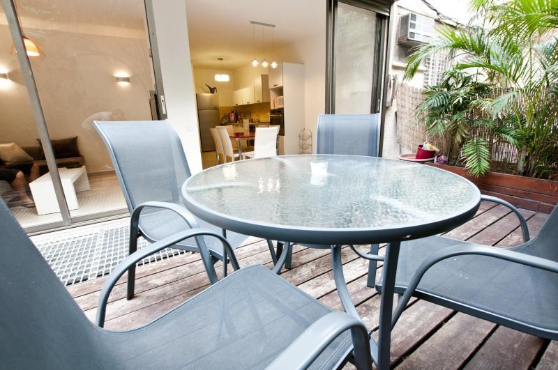 Amazing central garden apartment - Image 1 - Tel Aviv - rentals