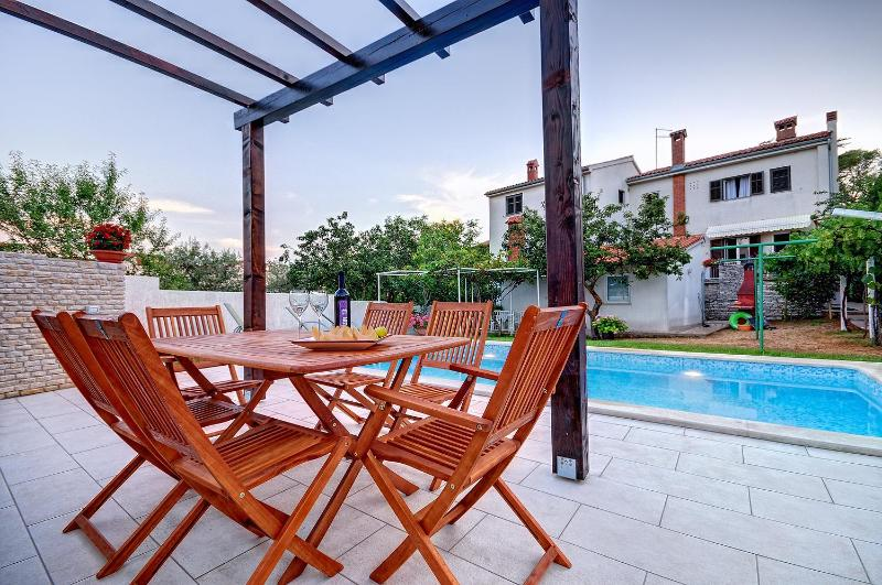 Appartment A3 with the view to the pool - Comfortable appartment with pool, ideal for family - Pula - rentals