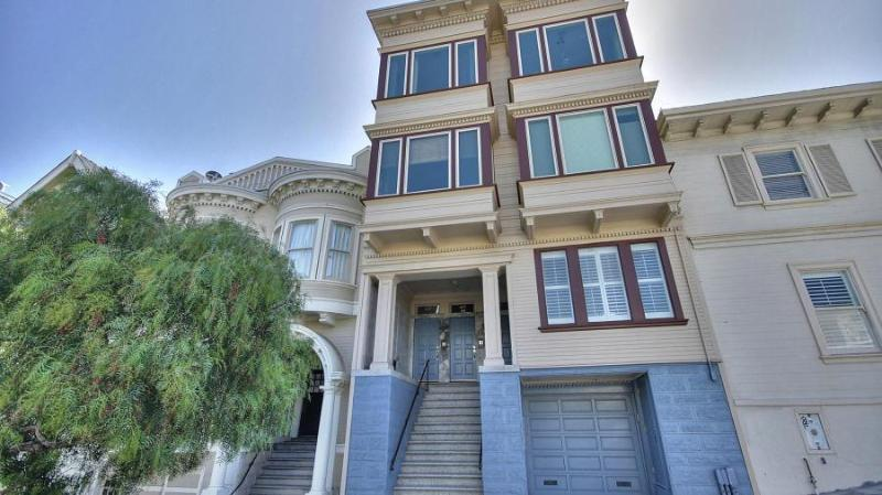 Building Exterior - Beautiful 2BR Victorian on Liberty Hill - San Francisco - rentals