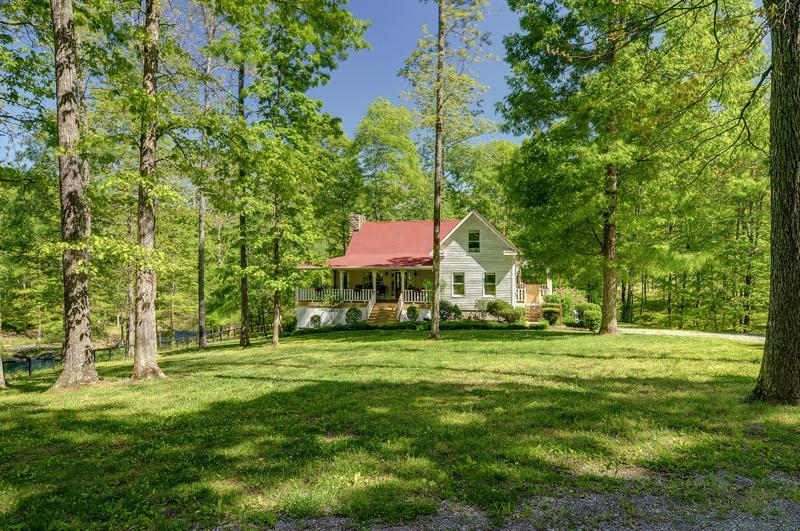Farmhouse in the Fork - Private Setting Leipers Fork on 41 acres Sleeps 10 - Franklin - rentals
