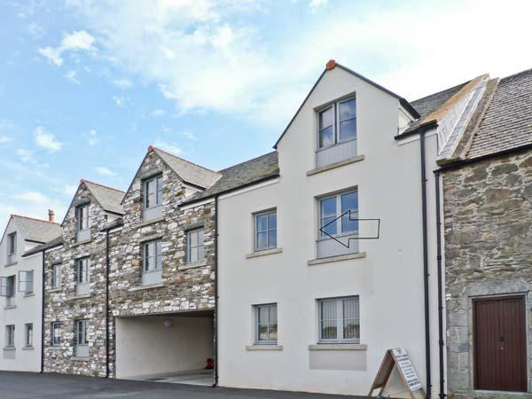 8 NINIAN'S LANDING, near local harbour, pet friendly, with off road parking, in Isle of Whithorn, Ref 18255 - Image 1 - Isle Of Whithorn - rentals