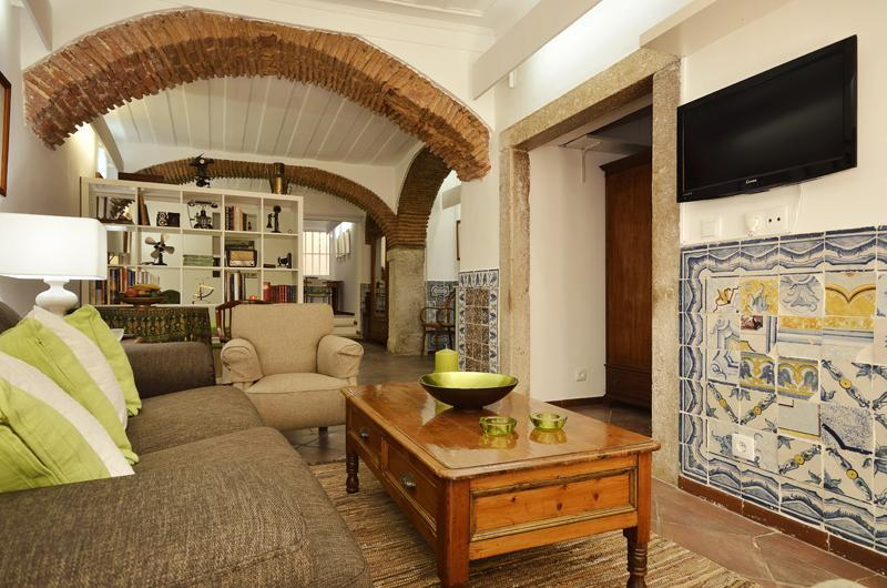 Large charismatic refined studio in best quarter - Image 1 - Lisbon - rentals