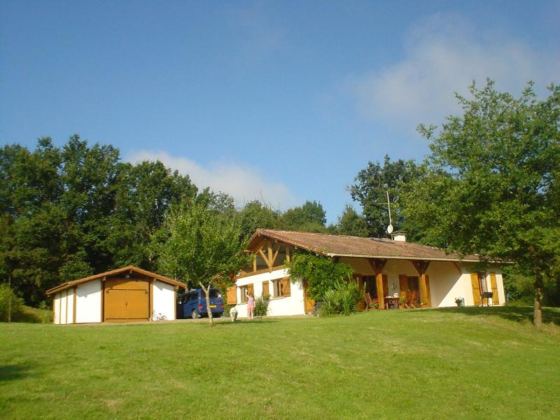 Character Property in Own Grounds Pool - La Croisee Des Vents - Spacious Family home access - Cassen - rentals
