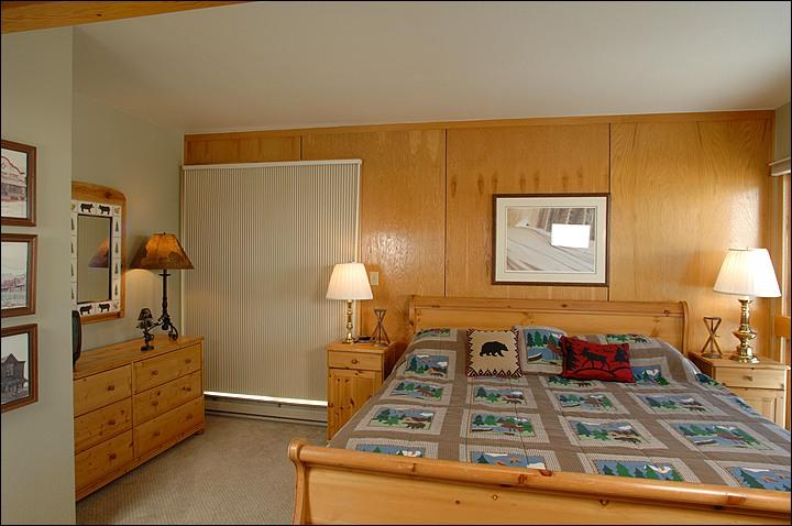 Master Bedroom (Representative Unit) - Wonderful Year-Round Retreat - Great Value and Great Location (1151) - Crested Butte - rentals