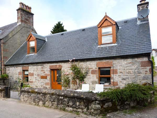 STONYWOOD COTTAGE, comfy cottage, dog welcome, near Loch Ness in Drumnadrochit, Ref 16240 - Image 1 - Drumnadrochit - rentals