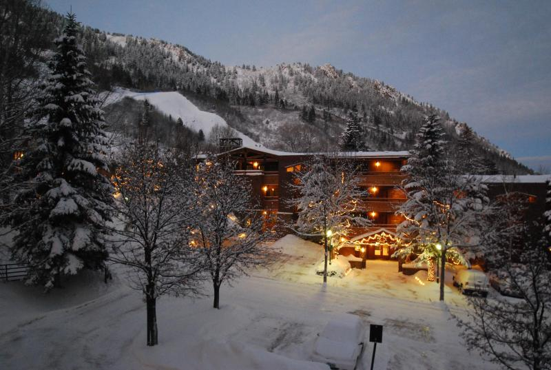 View of Aspen/Ajax & Shadow Mountain at Dusk - Durant 101B - Ski In/Out Panoramic  Mountain Views through floor to ceiling glass windows - Aspen - rentals