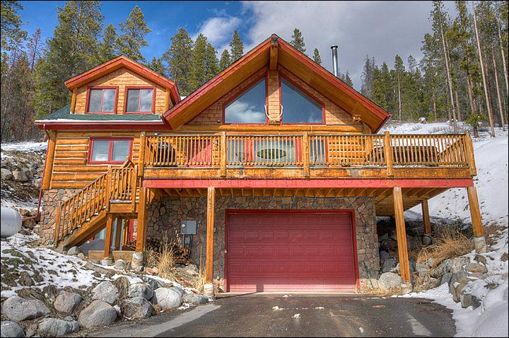 The Gorgeous Exterior View - Rustic Log Cabin - 5 Minutes from the Gondola & Main Street (13192) - Breckenridge - rentals