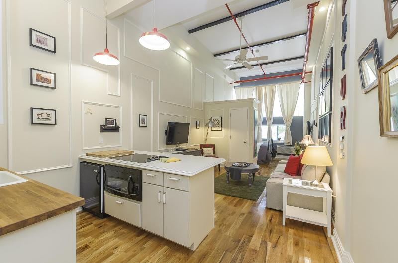 The Box House, Chic Loft Minutes From Times Square - Image 1 - Brooklyn - rentals