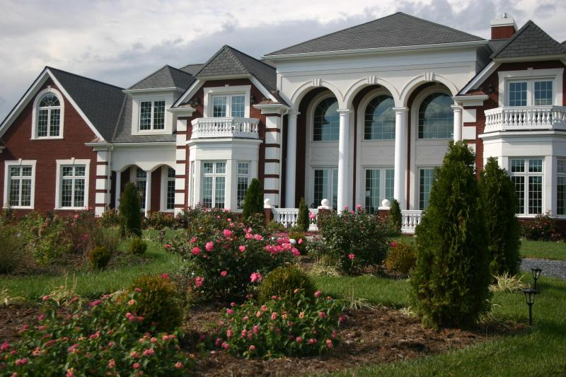 The Inn At Indian Creek offering B&B LODGING - Magnificient Mansion & Villa on private 186 acre estate offering breath taking views of the Blue Ridge Mountains - Lowesville - rentals