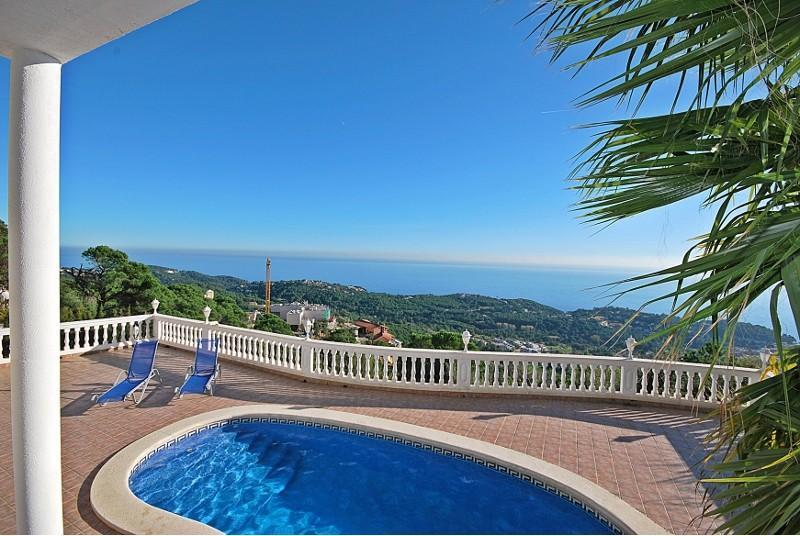 Enjoy your Costa Brava holiday in Villa Arian! - Image 1 - Lloret de Mar - rentals