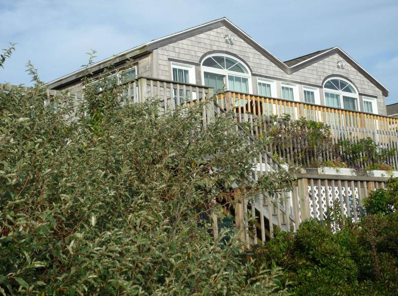 Beach Bank Unit C - Surfside Cottage - Oceanfront View of Nantucket Sound, w/ WiFi access - West Yarmouth - rentals