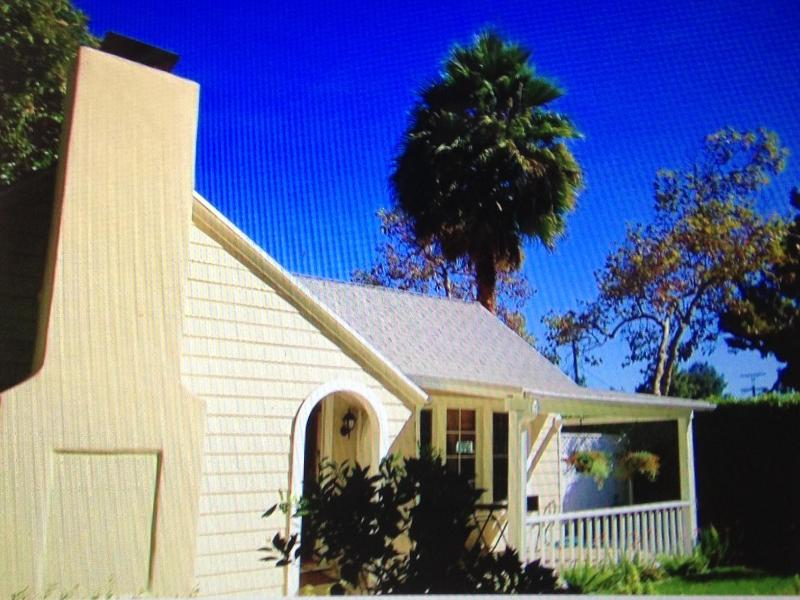 Gated and private front yard - Charming California house in the heart of it all - West Hollywood - rentals