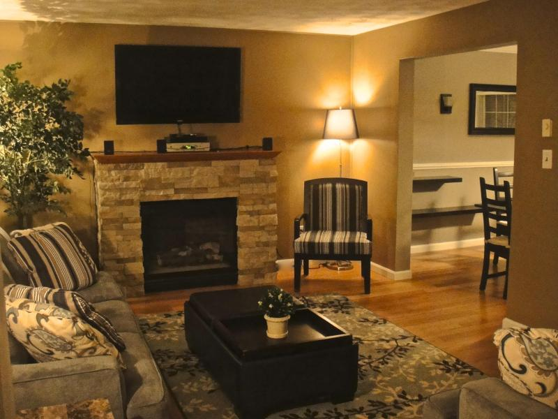 Living room - Renovated Luxury Modern Lakefront home - Tobyhanna - rentals
