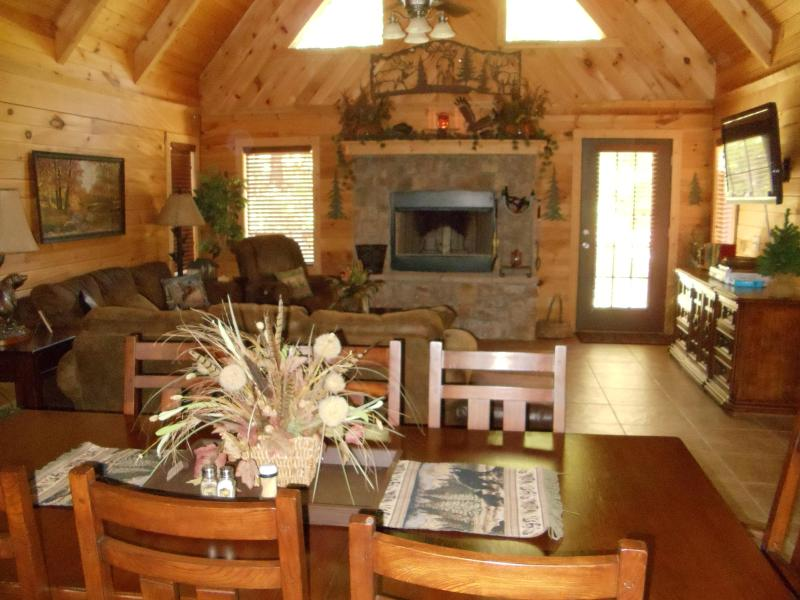 Spacious Great Room - Luxurious Log Home- Private Hot tub/ Wi-Fi - Branson - rentals