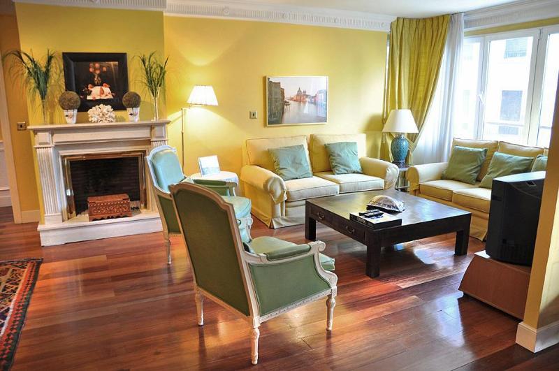 LUX 4 BEDROOMS/ Central / POOL / GRAN CASTELLANA - Image 1 - Madrid - rentals