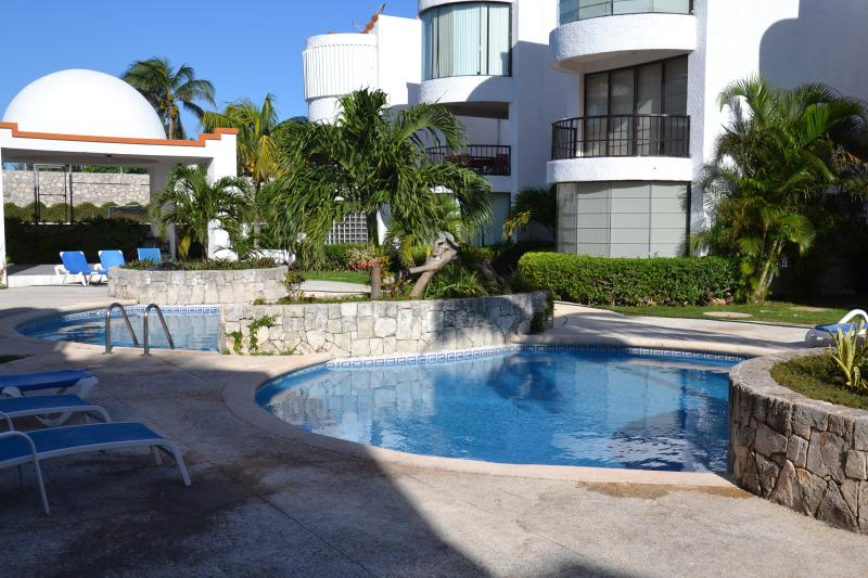Tropical Garden & Pools - Beach Luxury Residence The Ritz Carlton &Hard Rock - Cancun - rentals