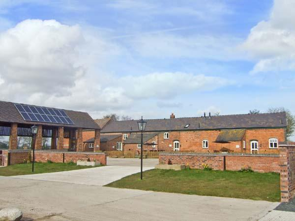 OLIVER'S MILL, swimming pool, en-suite, covered BBQ area, tennis, fishing in Alkington Ref 14920 - Image 1 - Whitchurch - rentals