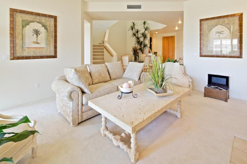 view of living room with fossil table - LUXURY TROON GOLFVILLA OVERLOOKS GOLFCOURSE & POOL - Scottsdale - rentals