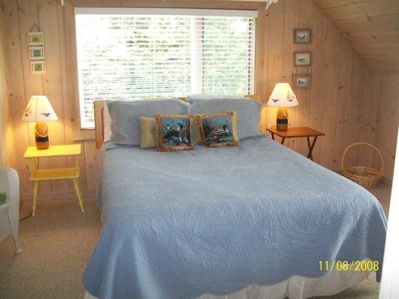 Master bedroom queen - Edgewater waterfront 2 bedrooms 2 baths BarHarbor - Trenton - rentals