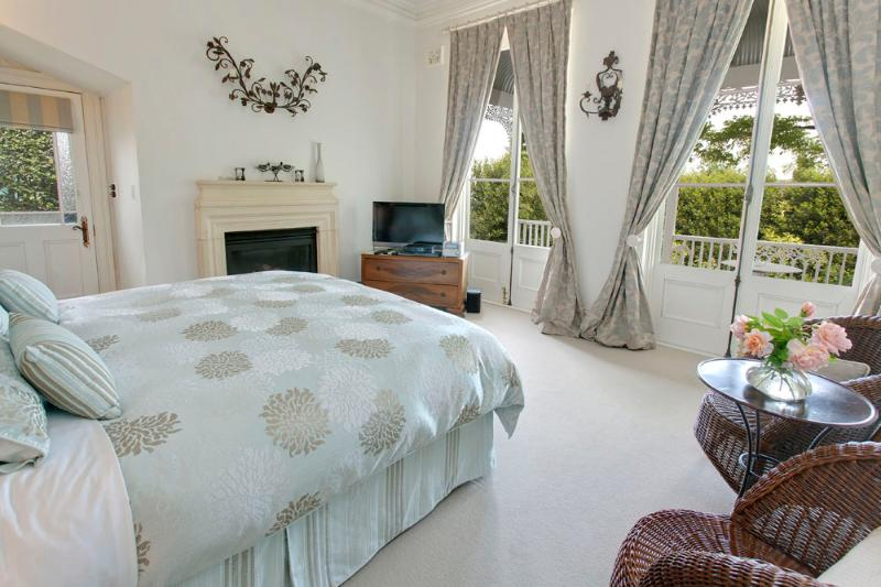 Bedroom 1 - king or two king single beds - Lake Daylesford Country House - Daylesford - rentals