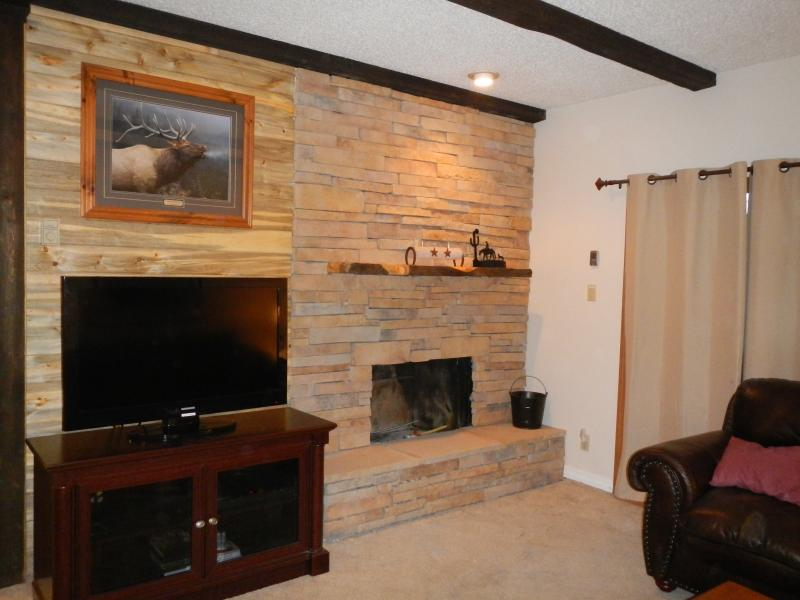 Our New Fireplace - Great Rockies Condo Steamboat Springs 2 Bed 2 Bath - Steamboat Springs - rentals